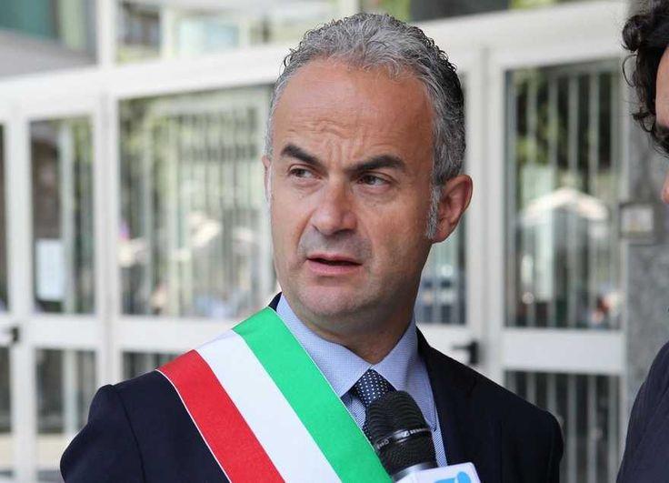 Scarcerato l'ex sindaco di Caserta Pio Del Gaudio a cura di Enzo Santoro - http://www.vivicasagiove.it/notizie/scarcerato-lex-sindaco-di-caserta-pio-del-gaudio/