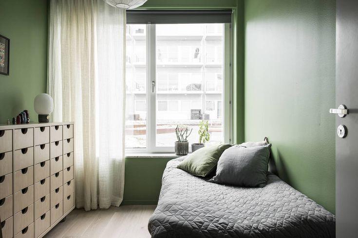 """Accepterat pris - I Tobin Properties exklusiva projekt """"5 hus"""" ute i stadsnära skärgården kan du nu förvärva en unik 5:a om totalt 120 kvm. Här är varje kvadratmeter placerad på sin rätta plats, då varje bostad noggrant granskats och utformats efter dess läge och funktionalitet. I denna bostad finner du 5 väldisponerade rum med stora fönsterpartier som ger hela hemmet en härlig rymd och öppenhet till naturen. En oslagbar balkong som vetter i söderläge med sjöutsikt samt ca 30 kvm uteplats…"""