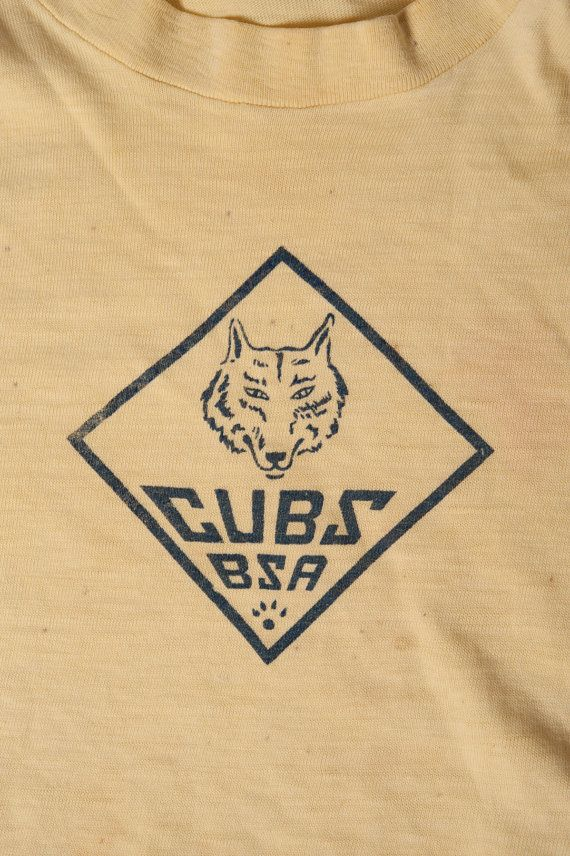 1946 Vintage BSA Cubs Boy Scouts of America T-Shirt 40s Yellow Diamond Wolf XXS Rare Really early cub scout T shirt from the 1940s, Has a name label in the shirt and this kid was born in 1936 so this shirt is probably from 1945-46. This is before they were known as Cub Scouts as the logo just says CUBS BSA. So if you collect really old cub scout clothing this might be for you. This guy was also born there in Fort Worth Texas and I also have his hat see my other listings. This is the oldest…