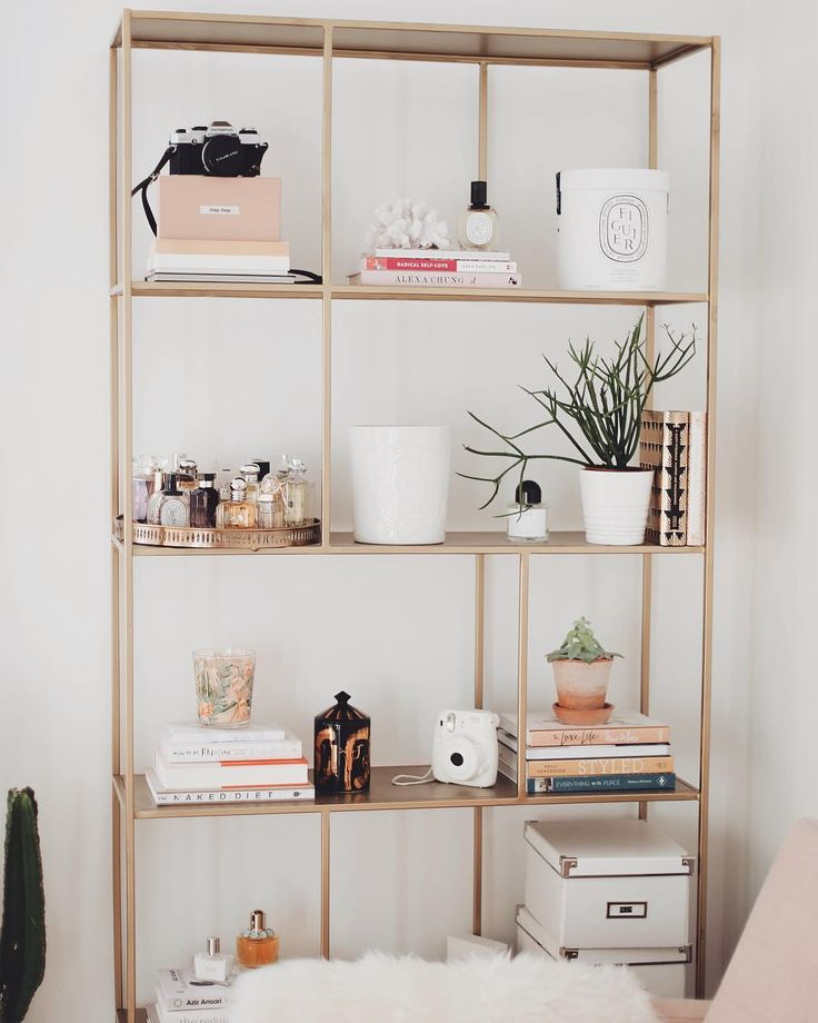 I'm sharing my shelf styling secrets on the blog today!  I'm trying to do more interiors posts so let me know below if there's anything in particular you'd like to see... #KLVhome