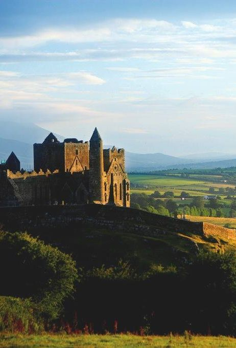 It takes you by surprise as it appears on the County Tipperary horizon but it certainly leaves a lasting impression. The unforgettable Rock of Cashel!