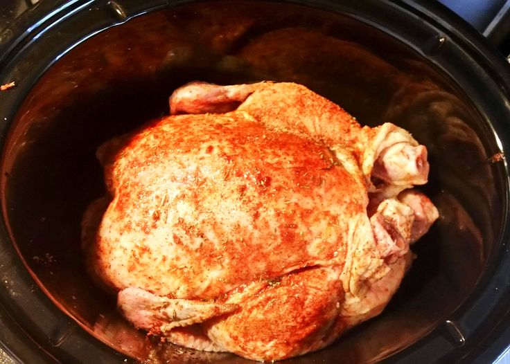 """Bästa """"snabbmaten"""" ever! 5 min av prepptid, sen står den bara och gosar och blir galet god, sen gör du bara tillbehör och äter. Fyllde kycklingen med citron och vitlök sen massa t…"""