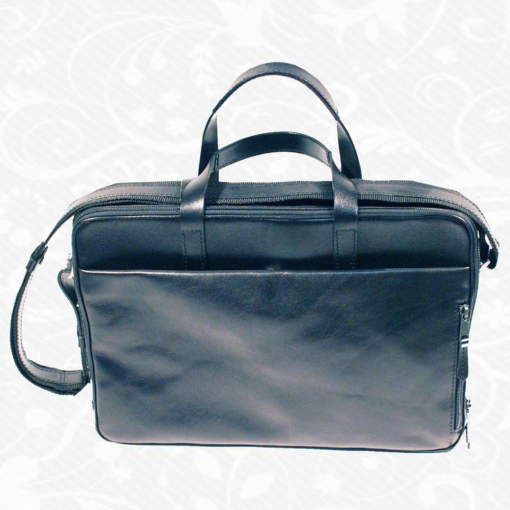 Kožená aktovka z kvalitnej a odolnej kože. Aktovka je plochá taška slúžiaca ako elegantné púzdro na uloženie rôznych spisov a dokumentov. Aktovka obsahuje držadlo, ktoré umožňuje aktovku niesť v ruke. Klopňa (časť ktorou sa aktovka uzatvára) sa zaisťuje zipsom.  http://www.vegalm.sk/produkt/kozena-aktovka-c-8367/