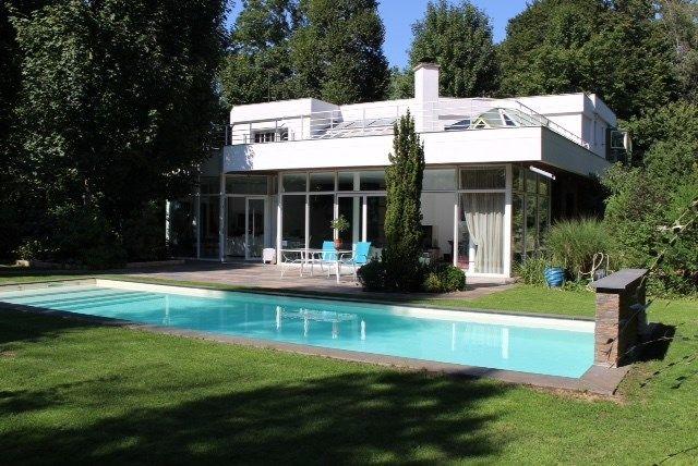 Jolie maison contemporaine à vendre chez Capifrance à La Pomponnette, en Seine et Marne.     > 400 m², 9 pièces dont 5 chambres.     Plus d'infos > Stanislas Robert, conseiller immobilier Capifrance !