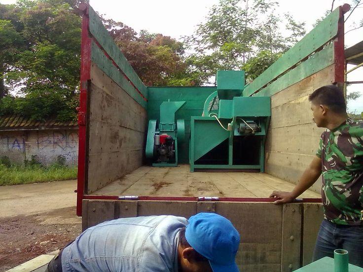 pencacah rumput gajah | hewan ternak tentu akan mengalami kesulitan jika langsung mengkonsumsi batang rumput gajah yang berukuran panjang, untuk itu perlu dicacah dengan mesin ini .