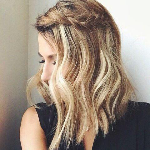 Quem disse que cabelo curto-médio não tem como ficar elegante? Ideia de penteado simples e lindo!  #madrinhasemcrise #madrinhacasamento #madrinhas #madrinha #bridemaids #bridesmaids #hair #cabelo #penteado #penteadomadrinha #penteadofesta #tranças