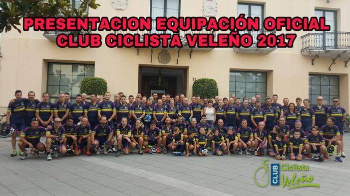 El equipo presidido desde no hace mucho por David Pastor González se presentó este domingo en Vélez-Málaga y Torre del Mar en una mañana ciertamente reivindicativa y solidaria ante los numerosos accidentes que compañeros en el mundillo de las dos ruedas están teniendo en las carreteras de nuestro   #club ciclista #reivindicacion