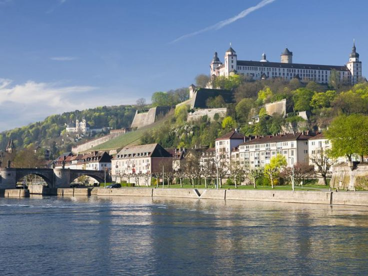 We will take you on a tour to the beautiful city of Würzburg and afterwards you will enjoy a shopping stop at the Wertheim Village Outlet with Tourboks!