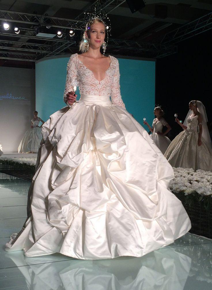 Dalle sfilate di Milano di presentazione della moda sposa. Carissime future spose l'Atelier #ilgiardinodellasposa sta lavorando per voi!!!