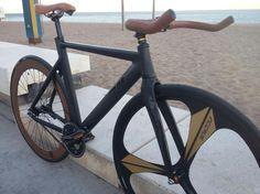 Aluminio y carbono Derail con componentes Mowheel. Un proyecto de Fixie Barcelona