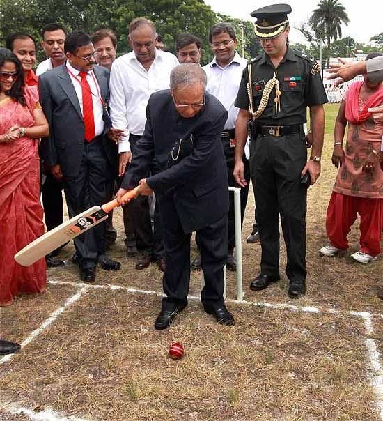 President of India Pranab Mukherjee inaugurates a cricket ground at Dr. Rajendra Prasad Sarvodaya Vidyalaya (within President's Estate) in New Delhi. ■ Photo: Kamal Singh (PTI)