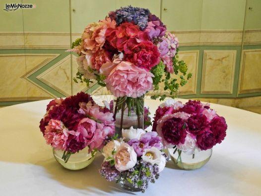 http://www.lemienozze.it/gallerie/foto-fiori-e-allestimenti-matrimonio/img27613.html Centrotavola colorato per le nozze. Fiori per il matrimonio vivaci, dai colori forti!