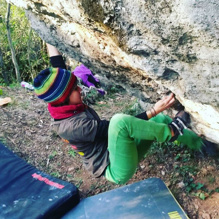 "yuukin030: """"#arrampicata 💜 sulla #roccia 100% #mestessa 😊 #thisiswhatilovetodo #passion #climbing #bouldering #climberlife #climblikeagirl #girlswhoclimb #happiness #climbingladiesofinstagram #climbing_pictures_of_instagram"" by @eliclimb on..."