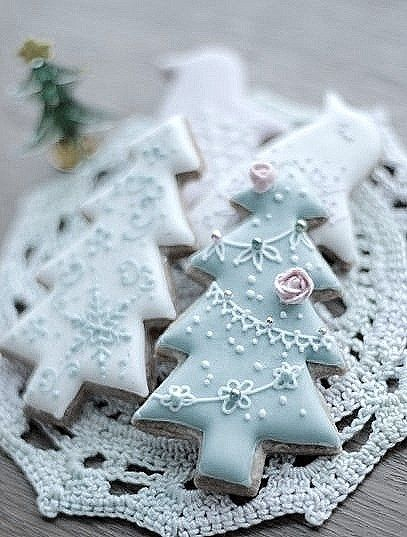 Christmas Tree Cookies - For all your cake decorating supplies, please visit craftcompany.co.uk