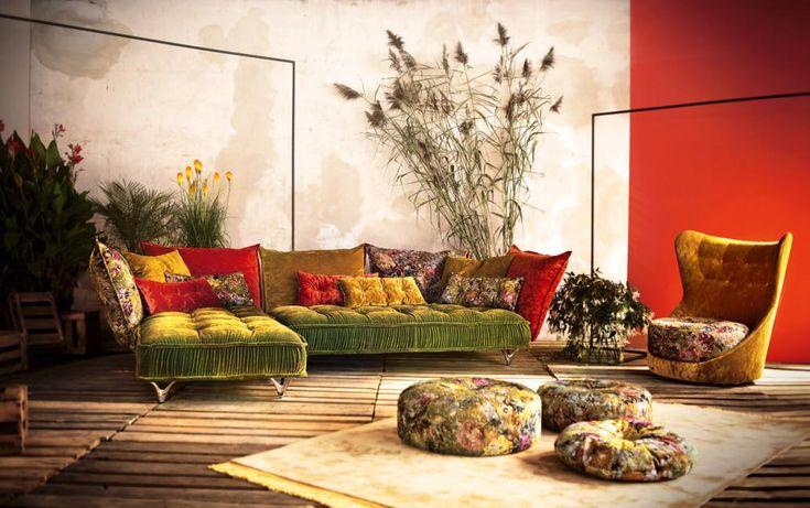 """""""Ohlinda"""" ist die neue Sofa-Kreation von Bretz und bringt mit seinem Bezug in Spätsommerfarben den Garten direkt ins Wohnzimmer. Gefällt der Look der großen Polster-Matratzen und voluminösen Rückenkissen nicht mehr, lassen sich die einzelnen Elemente schnell erweitern, farblich neu gestalten oder sogar zum Daybed umgruppieren."""