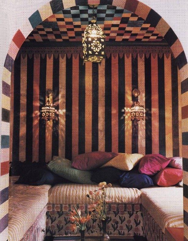 Moroccan room #lanterns #pillows #stripes