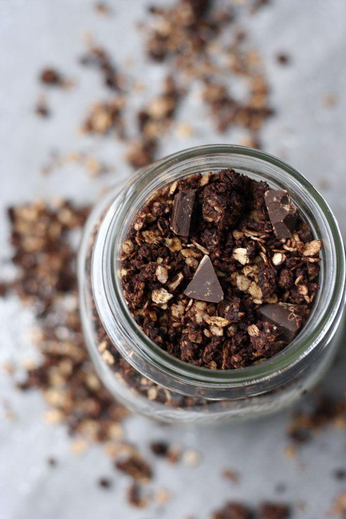 Schoko-Knuspermüsli mit Kokosflocken || kochkarussell.com