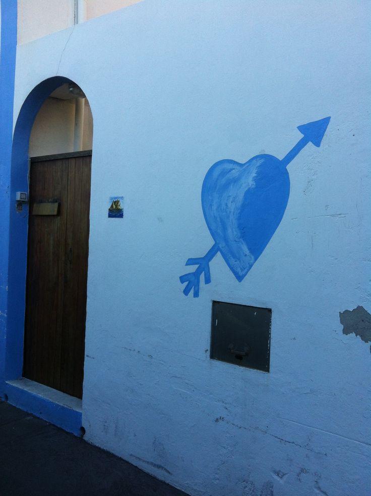 Le case bianco azzurre si Stromboli