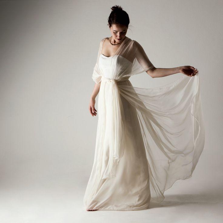 abito da sposa, abito alternativo, vestito da sposa di seta, abito bianco, vestito da sposa bohemien, matrimonio in spiaggia, vestito avorio di larimeloom su Etsy https://www.etsy.com/it/listing/278043796/abito-da-sposa-abito-alternativo-vestito