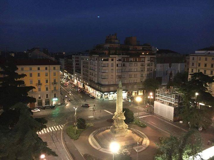 Su in alto per ammirare una piazza che tutti conosciamo....vero? :-) Foto di Teresa Soldano #milanodavedere Milano da Vedere