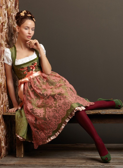 Such a tremendously lovely, romantic palette of earthy autumnal hues. #dirndl #German #Austrian #traditional #folk #costume #dress #tracht