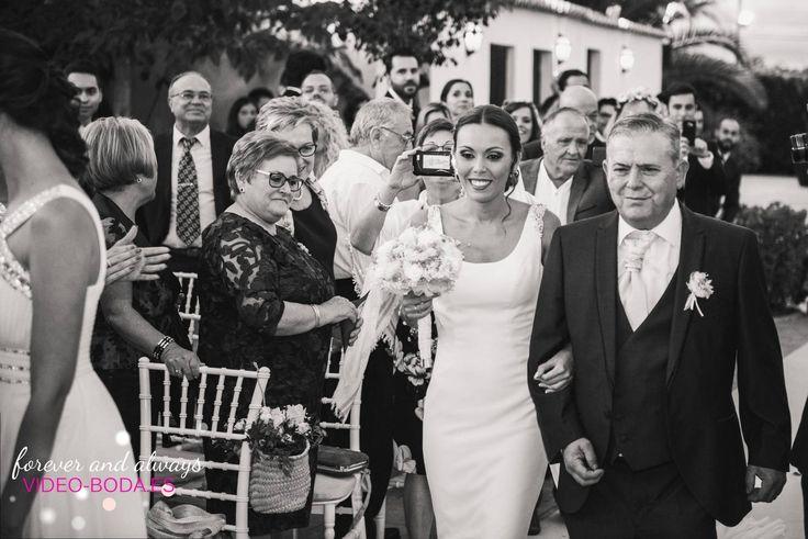 La perfección solo tiene un nombre y eres tú, momentos mágcios perfectaente capturados, bodas 2017. #sesión #fotos #enamorados #beautiful #diferentes #reportaje #weddinginspiration #marryme #sesiondefotos #novios #bodas2017 #posados #fiestas