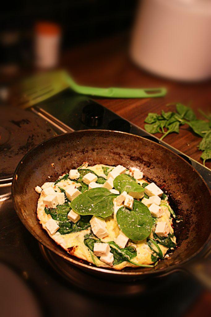 Omelett 5:2 - Omelett med Spenat och Fetaost, Super Snabb Lunch