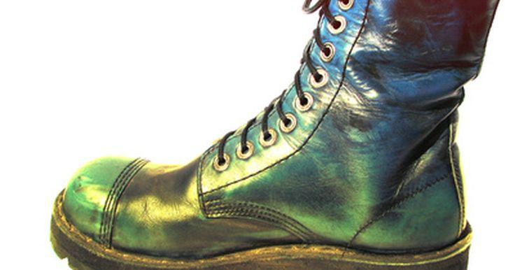 Cómo reparar y quitar la punta de acero de un zapato. La mayoría de las empresas que manejan maquinaria grande o inventario pesado requieren que sus empleados usen zapatos o botas con punta de acero en todo momento para evitar la rotura de los dedos y los pies. Después de usarse, sin embargo, el calzado de punta de acero está sujeto al desgaste y desgarre, como cualquier prenda de vestir. El acero ...