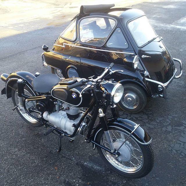 Kissingcousins Bmwr26 Bmwisetta R25 R26 R27 Isetta Bmwmotorcycle Microcar Bmwmotorradusa Bmwvintagemot Bmw Motorcycle Vintage Bmw Isetta Bmw Vintage