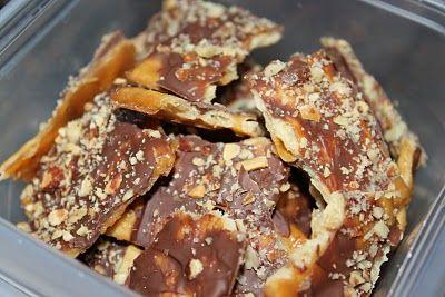 CHOCOLATE BARK (using soda biscuits - yesss)