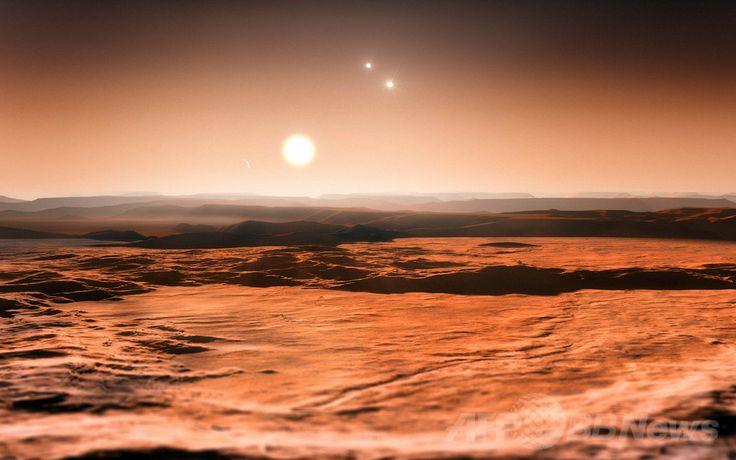 系外惑星「グリーゼ667Cd(Gliese 667Cd)」の地表から見た親星の「グリーゼ667C(Gliese 667C)」。右手後方には、667Cと共に三連星系を構成する2つの恒星が描かれている(2013年6月24日提供)。(c)AFP/ESO/M. KORNMESSER ▼8Jun2014AFP|【特集】想像力が描き出す未知の世界、太陽系外惑星 http://www.afpbb.com/articles/-/3016870 #imaginary_drawing