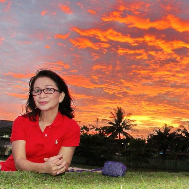 My sister and sunset #sunset #sunsetmadness #sister #instabpn #instapic #instagram #instadaily #igers #instagramers @sunset_specialist @all_sunsets @bestshooter @mybest_shot @ig_fotogramers