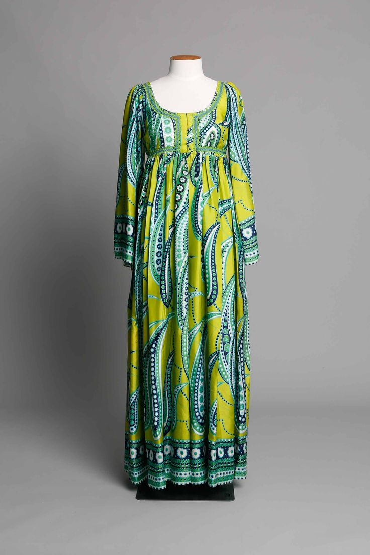 Empire line dress in paisley print DATE: 1970 LABEL: Unlabelled