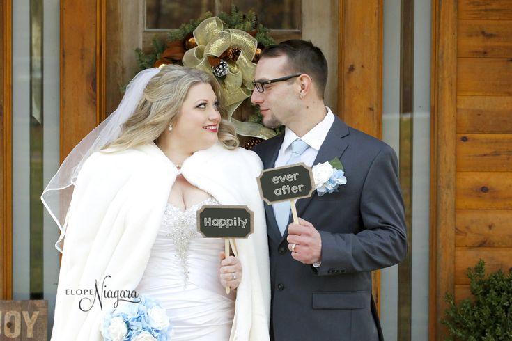 winter weddings in Niagara at The Little Log Wedding Chapel in Niagara