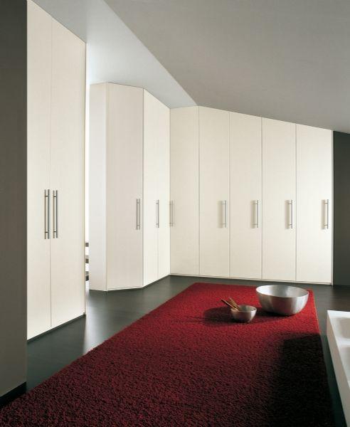 BADROOM - centri camerette specializzati in camere e camerette per ragazzi - armadio mansardato inclinato, con ante a battente in laminato b...
