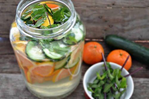 """""""Fat Flush"""": ricetta dell'acqua che elimina il grasso in eccesso   Rimedio Naturale"""