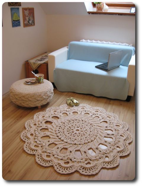 A set made of an ottoman and a carpet - I made them using lots of cotton twine, a crochet hook (10 mm) and knittin needles (for the side of the ottoman,12 mm).