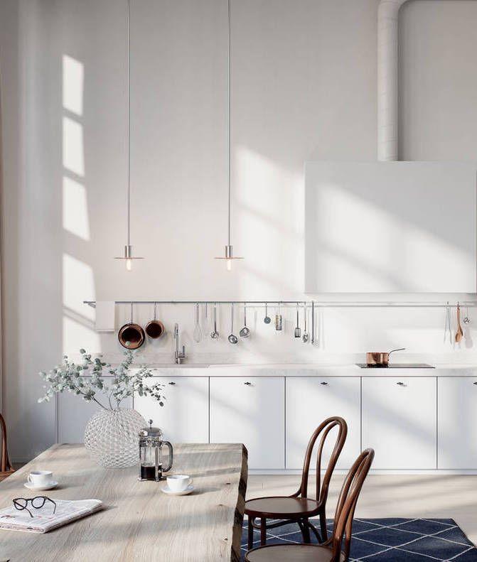 weißweiße Küche mit tollem Tisch & schönen Stühlen, dazu schöne Details