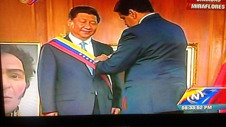 Maduro, Diosdado, Jaua y el #PSUV  entregando VENEZUELA a su verdadero dueño; ¡China comunista!  Atrás abochornado, se ve el disparate de imagen de 'El Libertador' negroide indiado sabanetero que soñó drogado Hugo Chávez, para que se pareciera  a él, en lo de la bemba e sapo.