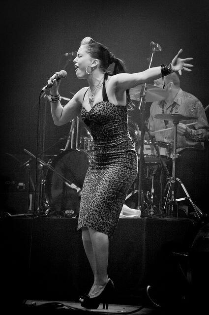 Imelda May, This woman rocks it all!!!  La voz, el estilo, el cuerpazooo que talento por dios!