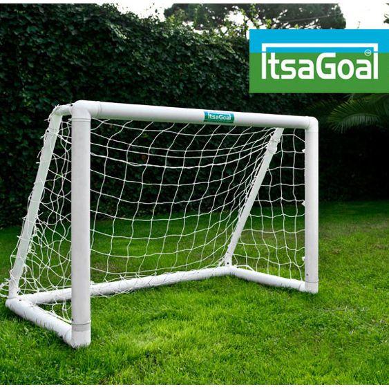 ItsaGoalin 1,2m x 0,9m pikkumaali on erinomainen valinta takapihan jalkapalloimaaliksi.