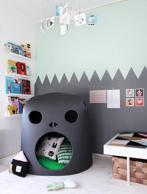 Une chambre d'enfants ludique, tente monstre, soubassement gris   monster play space, kid's bedroom