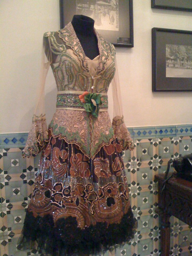 funky interpretation of a kebaya by local designer in Yogayakarta #kebaya #phoenix hotel