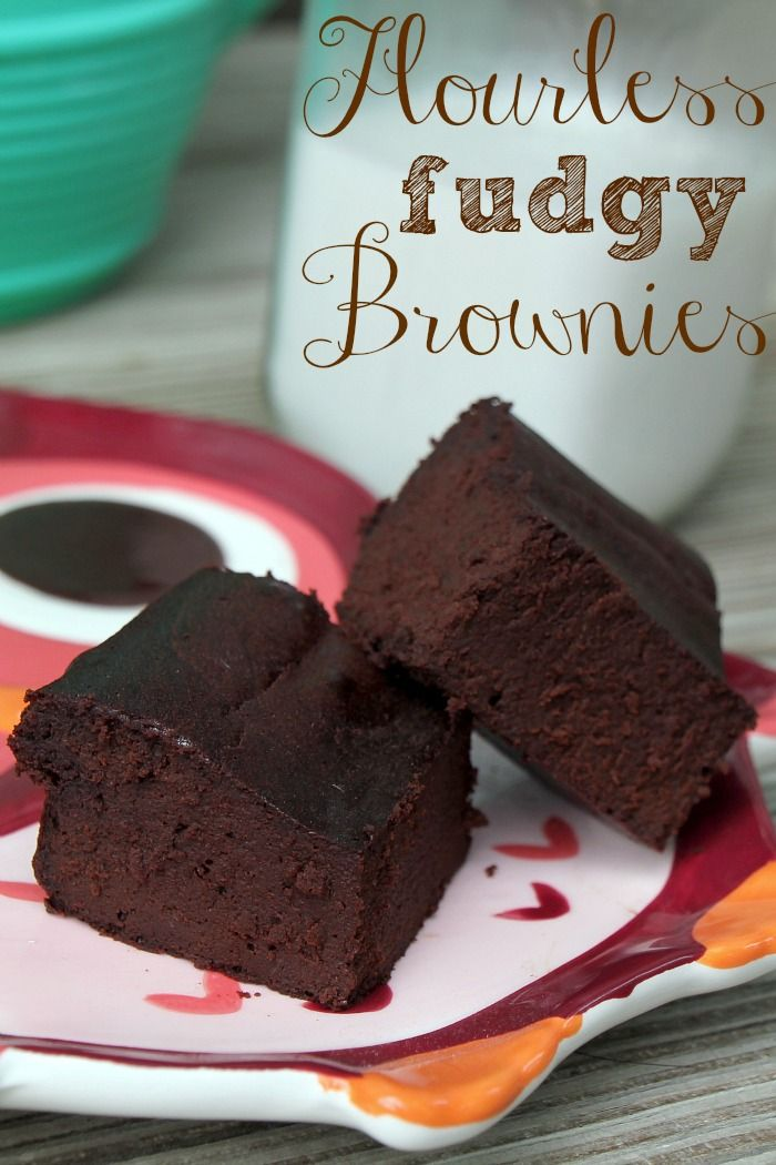 Flourless Fudgy Brownies, no flour what-so-ever, and only 5 ingredients!
