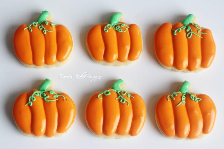 Emmas KakeDesign: Halloween pumpkin Sugar cookie DIY tutorail! www.emmaskakedesign.blogspot.com