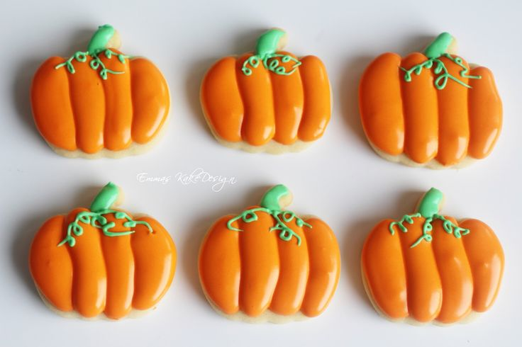 Emmas KakeDesign: Halloween pumpkin Sugar cookie DIY tutorail! www.emmaskakedesign.blogspot.com