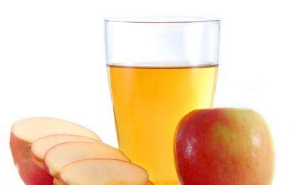 Aceto di mele: un rimedio naturale per i tuoi capelli - Scopriamo insieme le mille virtù dell'aceto di mele, un rimedio naturale per i tuoi capelli, per la pelle del viso ma anche per stimolare il metabolismo.