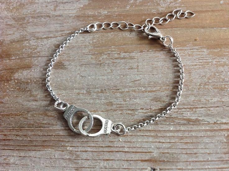 Leuke, handgemaakte sieraden en GRATIS verzonden, zoals de handboeien armband - € 5,95