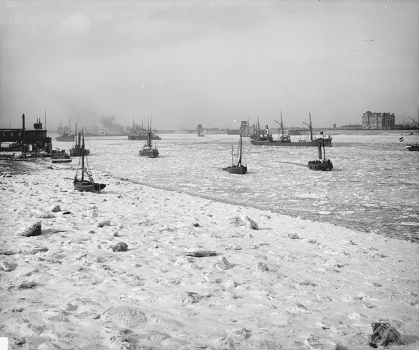 Ice in the River Thames off Gravesend, 1895