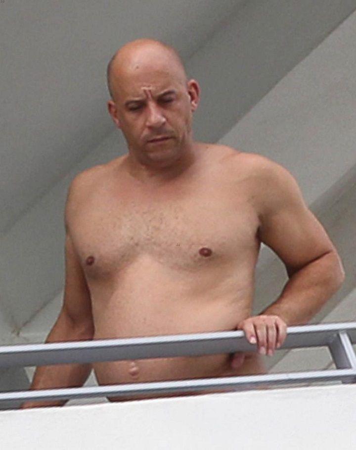 Se comió todo: el antes y el después de Vin Diesel El actor estadounidense fue fotografiado mucho más gordo, desalineado y fumando. http://www.argnoticias.com/espectaculos/item/38514-se-comi%C3%B3-todo-el-antes-y-el-despu%C3%A9s-de-vin-diesel